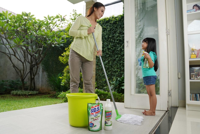 Cara Pakai S.O.S Pembersih Lantai Sereh untuk Usir Gangguan Serangga