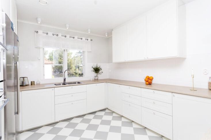 Tips Membuat Lantai Dapur Bersih dan Bebas Serangga