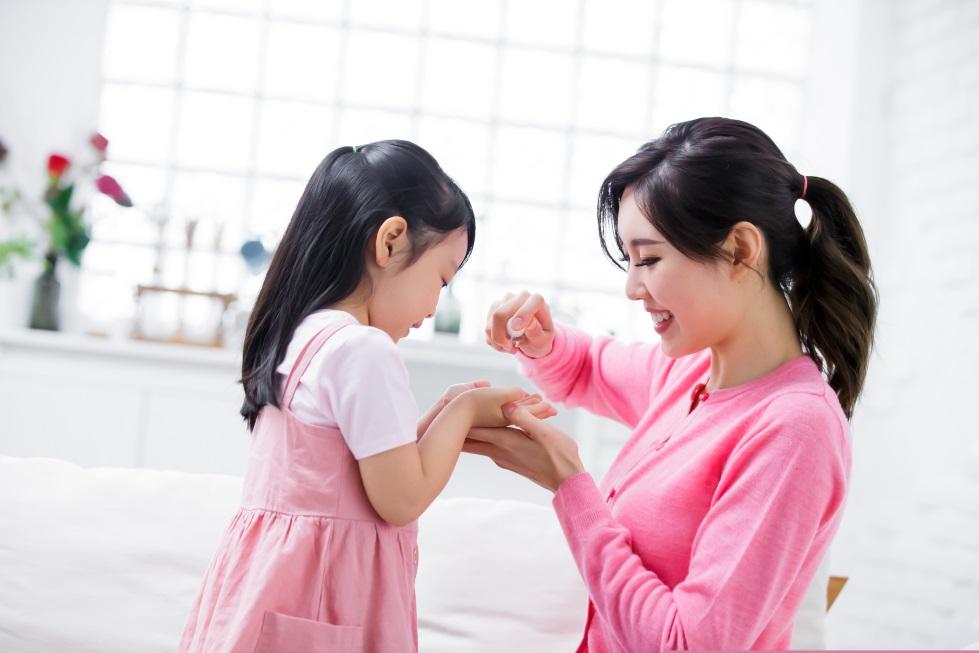 Tips Mengajari Anak Cuci Tangan Tanpa Bilas dengan Hand Sanitzer