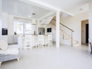 3 Produk Pembersih Ruangan yang Bikin Rumah Kinclong Maksimal