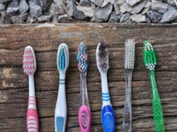 Jangan Dibuang Dulu, 4 Barang Bekas Ini Bisa Dipakai untuk Membersihkan Rumah