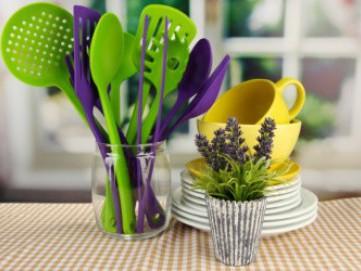 Tips Agar Bersih Mencuci Piring dan Peralatan Makan Berbahan Plastik